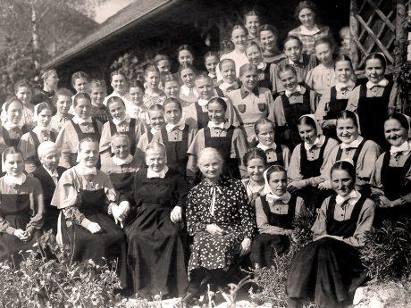 Schwesternschaft Anfang