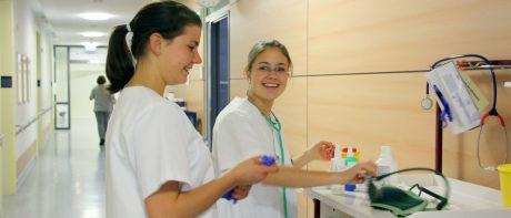 Schule für Pflegeberufe - Titelbild